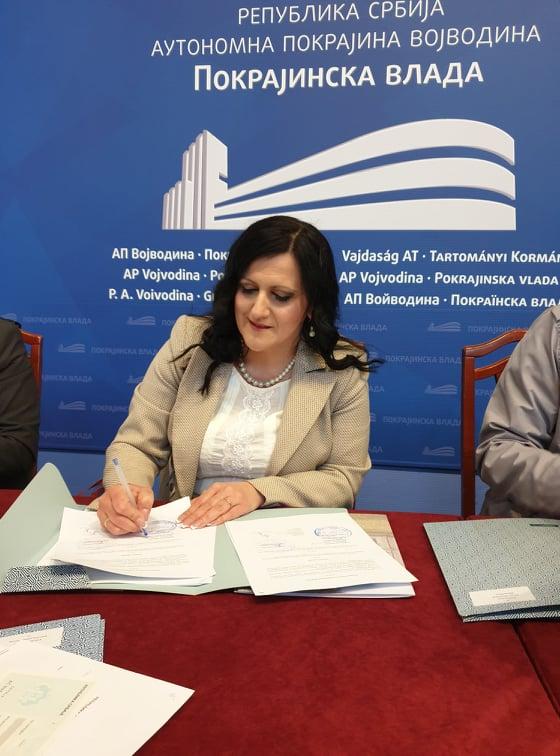 Потписани Уговори о суфинансирању уређења каналске мреже у функцији одводњавања пољопривредног земљишта  и  опремању пољочуварске службе у општини Оџаци