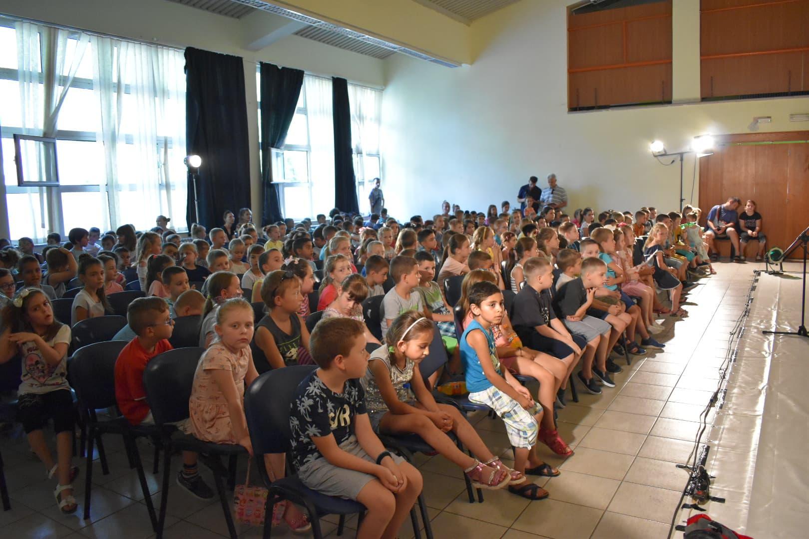 Локална самоуправа и ове школске године помаже родитељима ђака првака