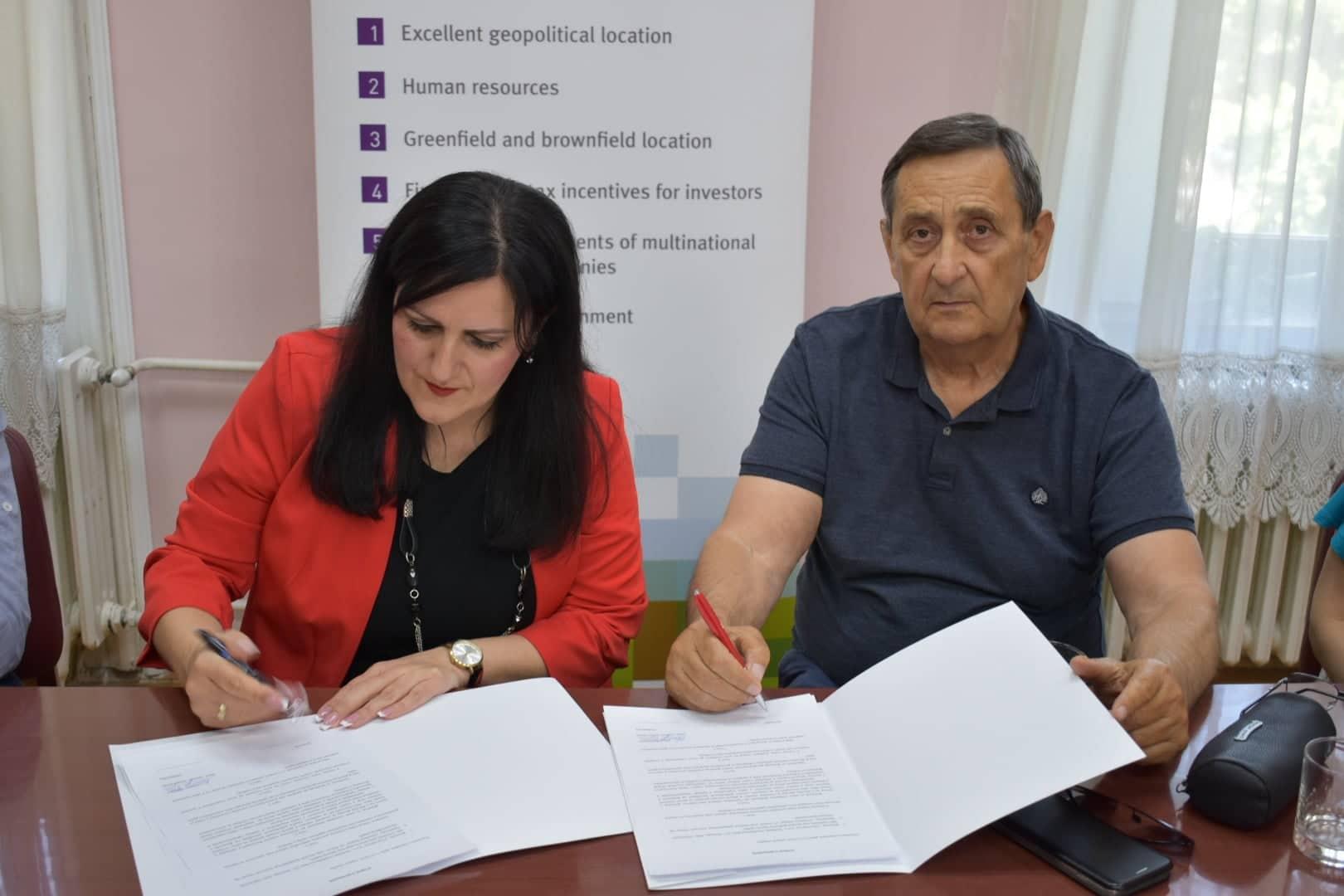 Phiacademy и општина Оџаци потписали Уговор о донацији