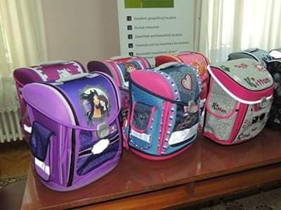 Подела школских торби ђацима првацима
