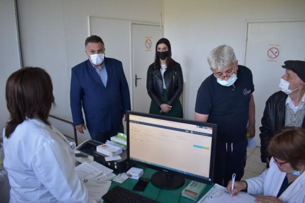Обилазак пункта за имунизацију у Каравукову