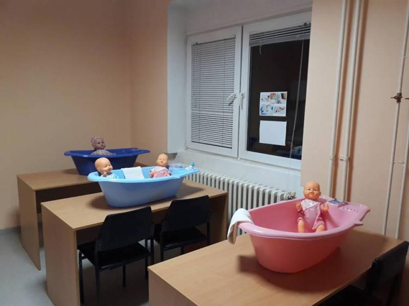 Одржан први едукативни час у Школици за труднице